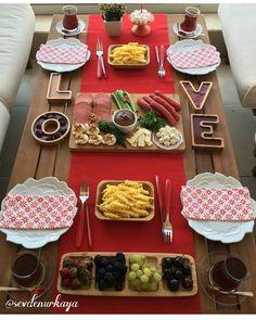 @sevdenurkaya Breakfast Presentation, Food Presentation, Breakfast Table Setting, Brunch, Food Decoration, Food Design, Love Food, Breakfast Recipes, Kitchen Decor