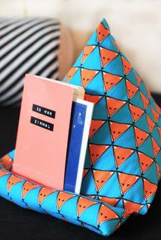 Wir leisten Buch-Support! | Selbstgenähte Buch-Stütze | Leseknochen | Relaxing Neck Pillow | KINNERTIED.de