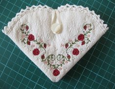 Cute needle case, use printed fabric or use plain and embroider it!