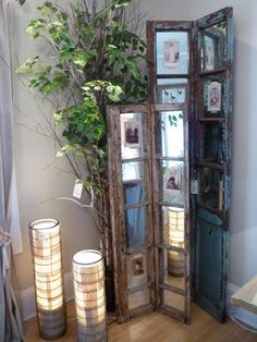 What I like about this is the mirrors because you can put a picture in the center and the reflection off the mirror makes an automatic frame...forever changing, depending where you place it > Easy DIY Upcycled Decor Ideas
