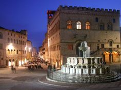 Photo perugia la fontana maggiore in Perugia - Pictures and Images of Perugia - - Autore: Redazione Lucca, Positano, Amalfi, Perugia Italy, Umbria Italy, Places To Travel, Places To Visit, Best Places In Italy, Museum