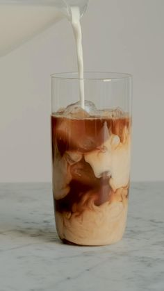 Iced coffee is one of the easiest, tastiest and most versatile ways to make coffee at home. Iced Coffee At Home, Easy Coffee, Easy Ice Coffee Recipe, Healthy Iced Coffee, Homemade Iced Coffee, Coffee Coffee, Morning Coffee, Amazing Food Videos, Coffee Drink Recipes