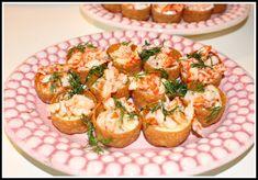 Krustader med mjukost och kräftstjärtar – Linda´s Goda Party Food And Drinks, Good Enough To Eat, Canapes, Bruschetta, Tapas, Cauliflower, Seafood, Grilling, Goodies