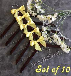 10 Personalized Wedding Dress Hangers