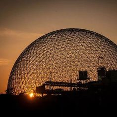 Biosfera de Montréal, Canadá. Projeto de Buckminster Fuller. #architecture #arquitetura #arte#artes #arts #art #artlover #design #architecturelover #instagood #instacool #instadaily #design #projetocompartilhar #davidguerra #arquiteturadavidguerra #shareproject #glass #vidro #transparency #transparencia #biospheredemontreal #montrealbiosphere #biosferademontreal #montreal #quebec #canada #buckminsterfuller