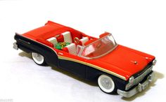 1957 Ford Fairlane 500 Convertible, #17 in the Classic American Cars Series Hallmark Ornament, 2007