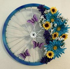Floral Butterfly Bicycle Wheel Wreath For Spring Wreath Ideas For Your Front Door. Wreath Crafts, Diy Wreath, Wreath Ideas, Summer Diy, Summer Crafts, Spring Summer, Wreaths For Front Door, Door Wreaths, Diy Spring Wreath