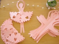 Sis Lori Here: My grand daughter turns 3 this month and we are preparing a Princess themed party soon. She takes a tiny tots dance class, s... Kids Crafts, Crafts For Girls, Projects For Kids, Diy And Crafts, Paper Crafts, Ballerina Birthday Parties, Ballerina Party, Princess Theme Party, Party Garland