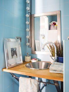 Un baño práctico y decorado con estilo