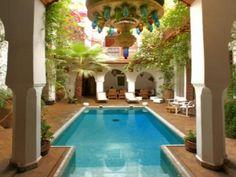 courtyard #JetsetterCurator