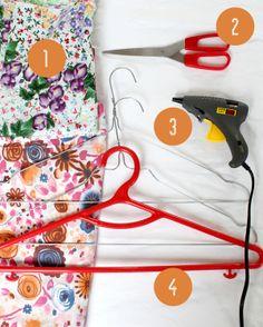 forrar perchas con tela · DIY: fabric hangers