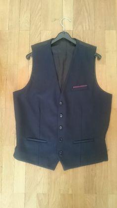 Je viens de mettre en vente cet article  : Gilet de costume The Kooples 40,00 €…