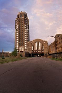 Buffalo Central Terminal~~ Once 35 years abandoned, still standing, big train terminal  http://opacity.us/gallery63_baggage.htm