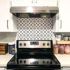 Beautiful Wall Stencils and Tile Stencils for DIY home decor! Kitchen Paint, Kitchen Backsplash, Kitchen Decor, Design Kitchen, Kitchen Ideas, Large Wall Stencil, Stencil Painting On Walls, Diy Cabinets, Painting Kitchen Cabinets