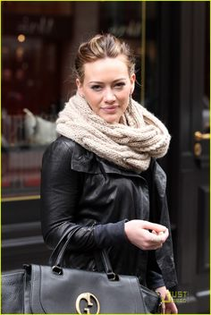 Sabatini‏@SABATINI    Love this Beige coloured cable snood on Hilary Duff. Looking forward to getting cosy with our own design in Winter 2013!