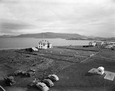 Borgartún, Höfði og Esjan, um 1955 Photograph by Pétur Thomsen The Old Days, Opera House, Dolores Park, Old Things, Iceland, Building, Pictures, Photograph, Travel