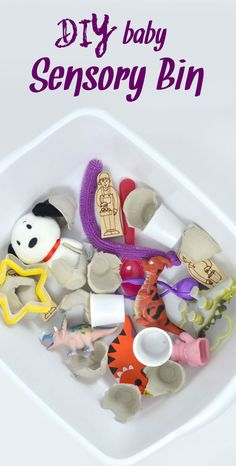 Easily make a sensory bin for your baby with small toys, egg cartons, and tiny plush animals - homemade toddler sensory bin Learning Activities, Activities For Kids, Crafts For Kids, Baby Learning, Baby Sensory, Sensory Play, Heuristic Play, Sensory Boxes, Baby Play