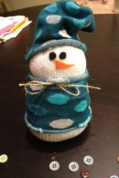 Christmas Crafts No-Sew Sock Snowman Christmas Crafts For Kids To Make, Christmas Craft Projects, Diy Christmas Gifts, Simple Christmas, Kids Christmas, Holiday Crafts, Navidad Simple, Navidad Diy, Sock Snowman