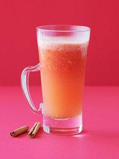しょうがとシナモンの底力! 温め成分たっぷりのしょうがとシナモンにトマトの酸味を効かせて、ほかほかのホットジュースに。 体の中からじんわり温まるのを実感!|『ELLE a table』はおしゃれで簡単なレシピが満載!