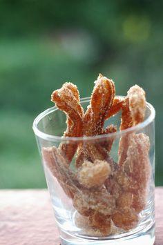 Skinny donuts: Churros (ingrediënten: melk, water,boter, zout, bloem, ei en kaneelsuiker) (@ Bake 5)