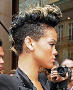 25 Greatest Rihanna Short Hair Styles — Fashion Icon to Follow Check more at http://hairstylezz.com/best-rihanna-short-hair-styles/