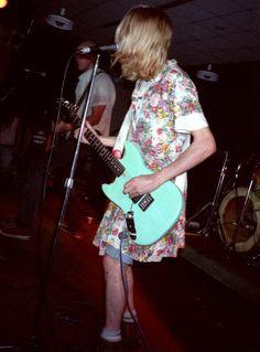 Kurt Cobain & Nirvana performing at the dining hall, Hampshire College, April 1990 Kurt Cobain Style, Nirvana Kurt Cobain, Nirvana Art, Nirvana Lyrics, Grunge Outfits, Kurt Corbain, Streetwear, Donald Cobain, Dave Grohl