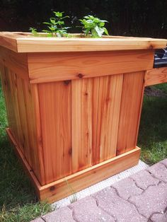 DIY Corner Planter Bench | MyOutdoorPlans | Free Woodworking Plans and Projects, DIY Shed, Wooden Playhouse, Pergola, Bbq