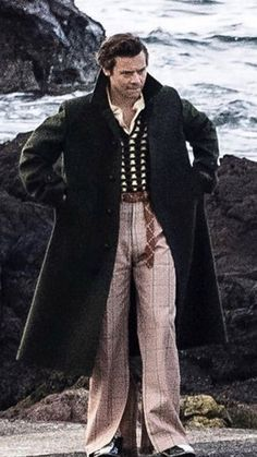 Harry Styles rocks retro look in style clothes as he films new music video in Scotland Beautiful Boys, Pretty Boys, Beautiful People, Bae, Harry Styles Pictures, Mr Style, Harry Edward Styles, Pretty People, Husband