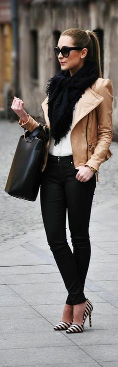 Winter Fashion Outfit OOTD Brown Leather Biker Jacket Black Frill Scarf Jeans H&M Handbag Low Ponytail Hair Hairstyle Sunglasses Shades Style Trend Fashionsta Stylish Fashion Tv, Look Fashion, Womens Fashion, Fashion Trends, Fashion 2014, Fashion Fall, Street Fashion, Fashion Ideas, Fashion Outfits