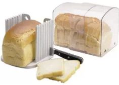 Looking for a bread box? Check out our bread box buying guide where we explain and set out the 12 different types of bread boxes. Bread Bin, Bread Boxes, Conservation, French Toast Bread Pudding, Crock Pot Bread, Bread Maker Recipes, Baking Recipes, Types Of Bread, Kitchens