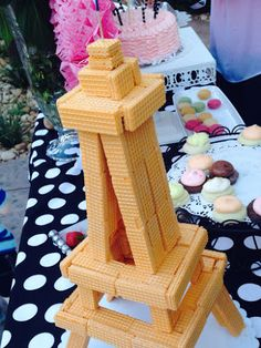 Create an Eiffel Tower from cookies! #thestylesisters