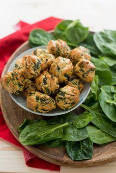 Ein einfaches und unwiderliches Spinat Rezept für Kinder aus Frankreich. Gougères sind kleine Windbeutel. Mit Tipps und Ideen für Variationen.