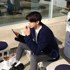 Korean Boys Ulzzang, Ulzzang Boy, Korean Girl, Hot Asian Men, Asian Boys, Korean Fashion Men, Boy Fashion, Photo Editing Vsco, Aesthetic People