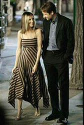 """Carrie Bradshaw with her high school sweetheart in """"boy, interrupted"""" Carrie Bradshaw Estilo, Carrie Bradshaw Hair, Carrie Bradshaw Outfits, Sarah Jessica Parker, Ella Moss Dress, City Outfits, Red Carpet Looks, City Style, Style Icons"""