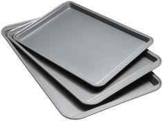 Kitchen Collection (Set of Non-stick Cookie Sheets. Always have the right size cookie sheet with this set of 3 Nonstick Cookie Sheets from Kitchen Collection. The nonstick coating will allow your cookies to slide right off after baking. Chocolate Cake Mix Cookies, White Chocolate Cake, Homemade Chocolate, Peanut Butter Cookies, Chocolate Fudge, Best Baking Sheets, Strawberry Coconut Cakes, Cake Mix Cookie Recipes, Gifts