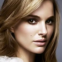 Natural makeup ornude makeupis the true secret of lookingbeautiful and glamorouswithout much overdo. It enhances face features and makes a woman mo