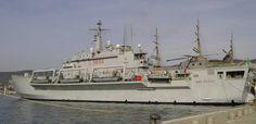 l 9894 its san giusto amphibious transport dock landing ship italian navy trieste 2004