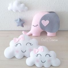 Mom and baby cloud # cloud # elephant # cloud # cushion # cushion # felt # feltro # girl # gro . Cute Pillows, Baby Pillows, Kids Pillows, Baby Crafts, Felt Crafts, Kids Crafts, Diy And Crafts, Baby Mobile, Baby Shawer