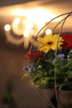 Arranjo com flores amarelas para casamento