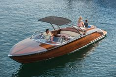 Coeur 270 Bella J Custom-crafted for entertaining in style and comfort, with a performance Sapele hull, Mercruiser 525 engine, bowthruster, traditional varnish finish, stainless accents and custom interior package.