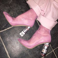 Find images and videos about pink, shoes and aesthetic on We Heart It - the app to get lost in what you love. Pink Fashion, Fashion Shoes, Fashion Outfits, Fashion Vintage, Bohemian Fashion, 80s Fashion, Cute Shoes, Me Too Shoes, Trendy Shoes