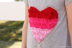 Ruffled heart dress made from recycled t-shirts. Valentine Shirts, Valentines Outfits, Recycled T Shirts, Old T Shirts, Make Girl, Valentinstag Shirts, Modelos Pin Up, Little Valentine, Valentine Heart