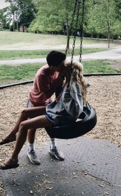 Back love – Find it to be loved Your love is gone! You want it … - Today Pin Cute Couples Photos, Cute Couple Pictures, Cute Couples Goals, Cute Photos, Romantic Couples, Couple Pics, Couple Goals Relationships, Relationship Goals Pictures, My Future Boyfriend
