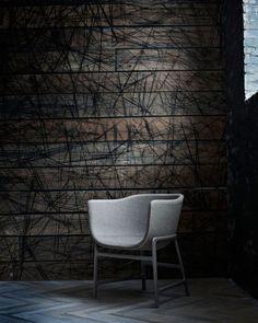 Die Republic of Fritz Hansen™ stellt vor: minuscule™. Ein formelles Stuhl-und-Tisch-Duo für informelle Umgebungen, entworfen von der preisgekrönten dänischen Designerin Cecilie Manz. Der Name minuscule steht für den zwanglosen, zurückgenommenen Stil, für den die Skandinavier wahrlich berühmt sind: Warum Großbuchstaben, wenn dezente Einf