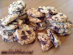 Cookies americani (ricetta originale passo passo) | Kikakitchen Biscotti Biscuits, Biscotti Cookies, Italian Cookie Recipes, Italian Cookies, Cake Calories, American Cake, Love Eat, Some Recipe, Chocolate Chip Cookies