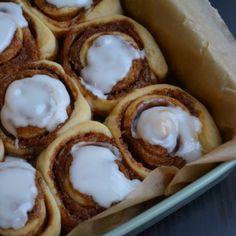 De bedste lækre, bløde og snaskede kanelsnegle - fines.dk Danish Dessert, Doughnut, Waffles, Foodies, Food And Drink, Eggs, Snacks, Baking, Breakfast