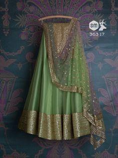 17 Pretty Lehengas to Crush on from Swati Manish's 2018 Collection! Banarasi Lehenga, Green Lehenga, Indian Lehenga, Anarkali, Indian Attire, Indian Wear, Indian Style, Indian Dresses, Indian Outfits