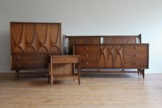 Mid-Century Modern solid walnut King Bedroom Set features dramatic curves, high arches and brass pulls:.includes 2 night-stands and 2 mirrors which can attach to the low dresser. Mid Century Decor, Mid Century House, Mid Century Dresser, Mid Century Modern Design, Mid Century Modern Furniture, Mid Century Modern Mirror, Modern King Bedroom Sets, Trendy Bedroom, Mcm Furniture