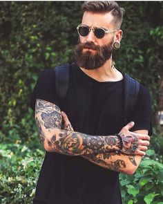 "2,002 mentions J'aime, 20 commentaires - BeardsandTattooz (@beardsandtattooz) sur Instagram : ""Only I can change my life. No one can do it for me. ____ Model:@dominikberberich Tag us to be…"""