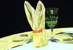 Un lapinPour Paques, pour un anniversaire, ou juste pour le plaisir,ce pliage de serviette en forme de lapinsaura s'intégrer à toutes les déco de table.Niveau : avancé